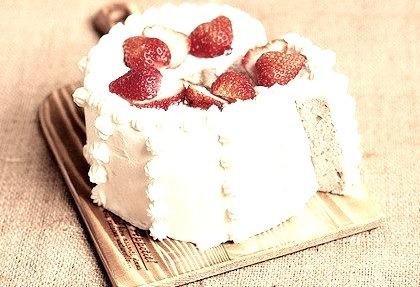 Strawberry chiffon cake (by grace_choo03)