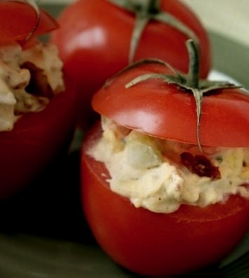 Bacon and Egg Stuffed Tomatoes